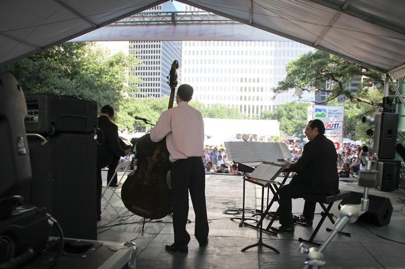 2012 04 iFest Crowd Tango by eschipul-9768
